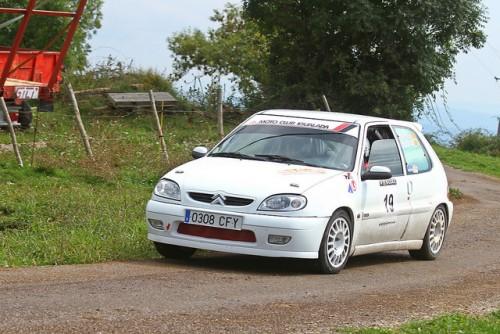 Angel Bonavida i Anna Tallada amb el renovat Citroën Saxo VTS