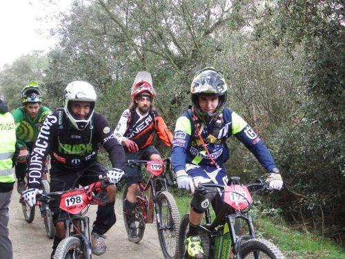 Grup de ciclistes a un dels enllaços